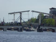 Zugbrücke in Amsterdam (Bild: Hans Scheidegger)