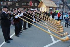 Alphornbläser geben der Älplerchilbi Dallenwil 2015 die musikalische Note. (Bild: Andrea Waser / Neue NZ)