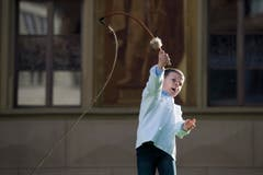 Traditional competitive whipcracking (Bild: Keystone / Urs Flüeler)