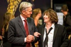 Marco Solari ist Präsident des Filmfestivals. Er begrüsst die britische Schauspielerin und Sängerin Jane Birkin am Eröffnungstag. (Bild: Keystone)