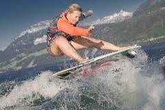 Mit Korina Anna Smyrek war eine der weltweit talentiertesten Wakesurf-Freestylerinnen ihrer Klasse zu Gast in Beckenried. (Bild: André A. Niederberger / Neue NZ)