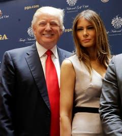 Der amerikanische Unternehmer Donald Trump mit seiner dritten Ehefrau Melania: Von Ivana, Ehefrau Nummer 1, liess sich der 67-Jährige 1992 scheiden. (Bild: Keystone)
