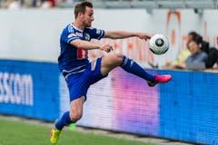 Jerome Thiesson von Luzern kontrolliert den Ball. (Bild: (KEYSTONE/Sebastian Schneider))