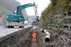Das neue Leitungsnetz für das Abwasser entsteht im Bereich Träschlibach entlang der Fahrbahn. (Bild: Philipp Unterschütz / Neue NZ)