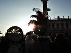 Diese Sonnenuntergangs-Stimmung in Venedig, zwischen so schönen Masken, bleibt bestimmt für immer in sehr guter Erinnerung. (Bild: Margrith Imhof-Röthlin)