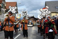 Farbige Töne in Giswil ... Die Loiwifäger aus Giswil (Bild: Romano Cuonz (Neue NZ))