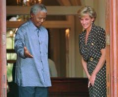 Nelson Mandela mit Lady Diana im März 1997 in Kapstadt. (Bild: Keystone)