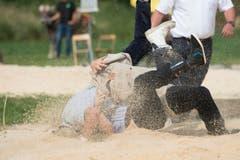 Bei herrlichem Wetter kämpften die beiden im Sagmehl-Ring. (Bild: Maria Schmid)