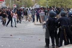 Protestierende und die Polizei treffen aufeinander. (Bild: EPA/ Michael Reynolds)