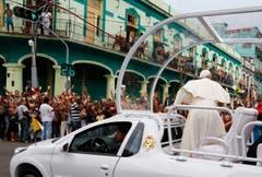 Der Papst auf dem Weg zur San Cristobal KAthedrale in Havana. (Bild: Keystone)