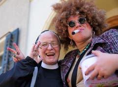 Die Schwestern des Klosters mischten sich unters Fasnachtsvolk. (Bild: Romano Cuonz)