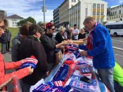Fanartikel sind auf Island derzeit sehr gefragt. (Bild: Marion Loher)