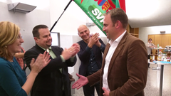 Gratulationen für Marcel Dettling (rechts). (Bild: Geri Holdener)