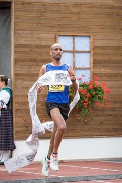Der Sieger des 10km- Laufes, Felfele Tesfay aus Carouge. (Bild: Manuela Jans-Koch / Neue LZ)