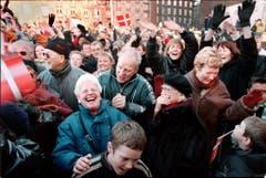 Menschen nehmen am Internationalen Lachtag in Kopenhagen teil, am 9. Januar 2000. Fünf Jahre zuvor hat der Inder Madan Kataria den ersten Lachclub gegründet. (Bild: Keystone)