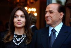Auch den italienischen Ex-Ministerpräsidenten Silvio Berlusconi könnte die Scheidung von Veronica Lario teuer zu stehen kommen: Nach einem bisher nicht gültigen Urteil müsste er ihr 1,4 Millionen Euro zahlen - pro Monat. (Bild: Keystone)