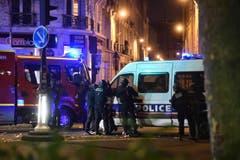 Mehrere hundert Polizeikräfte standen nach dem Anschlag im Konzertsaal Bataclan im Einsatz. (Bild: EPA/Christophe Petit Tesson)