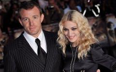 Der britische Regisseur Guy Ritchie und US-Sängerin Madonna waren von 2000 bis 2008 verheiratet. Madonna musste ihrem Verflossenen 90 Millionen Dollar zahlen. (Bild: Keystone)