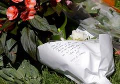 Blumenschmuck am Ort des Attentats in Nizza. (Bild: AP/Luca Bruno)
