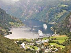 """""""Auf und davon in die Berge"""", klar stand das auch in Geiranger (Norwegen) auf dem Programm ! (Bild: Margrith Imhof-Röthlin)"""