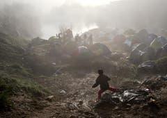 Boden und Zelte sind aufgeweicht den Regenfällen in Idomeni. (Bild: Keystone)