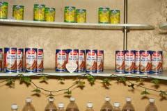 An einem Kiosk in Nordkorea werden deutsche Würste verkauft. (Bild: Martin von den Driesch)