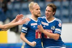 Markus Neumayr (links) und Michael Frey feiern das Penalty-Tor zum 1:0. (Bild: Keystone / Urs Flüeler)