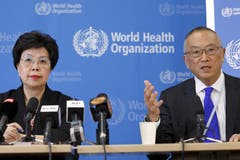 Die Weltgesundheitsorganisation WHO erklärt Ebola zum internationalen Gesundheitsnotfall. Im Bild die WHO-Direktorin Margret Chan und Keiji Fukuda, Assistant Director-General für Gesundheitssicherheit und Umwelt bei der WHO. (Bild: Keystone)