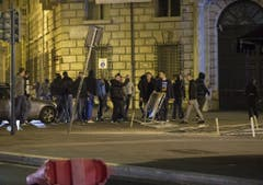 Clashes between police and supporters of Feyenoord in the centre of Rome (Bild: Keystone)
