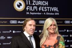 Günter Netzer und seine Frau Elvira auf dem grünen Teppich. (Bild: Keystone)