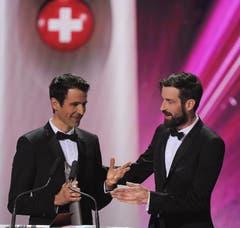 Die Taschenhersteller Markus (links) und Daniel Freitag gewinnen den SwissAward in der Kategorie Wirtschaft. (Bild: Keystone)