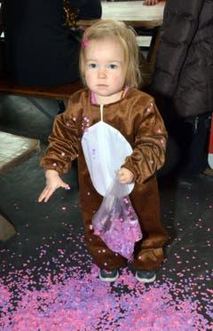 Nah, kleine Milena: Das ist ja eine ganz nette Bescherung. (Bild: Romano Cuonz)