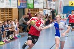 Samira Schardt von Stans (links) gegen die Topskorerin von GC Chantal Wicki (Bild: Roger Grütter)