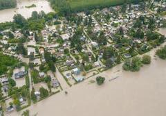 ... und weitere Teile der Stadt von der Donau überflutet wurde. (Bild: Keystone)