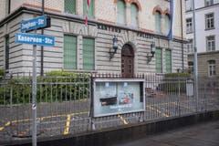 Farbschmierereien am Gebäude der Zürcher Kantonspolizei, nach dem Umzug. (Bild: KEYSTONE/Ennio Leanza)