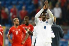 Matchwinner Danny Welbeck applaudiert den englischen Fans zu. (Bild: Keystone/Laurent Gillieron)