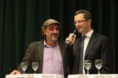 Journalisten unter sich: Die Nationalratskandidaten Andreas Fagetti (links) und Peter Keller. (Bild: Roger Zbinden / Neue NZ)