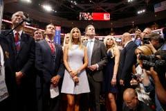 Donald Trumps Sohn Donald Trump Jr. (2. von links) mit seinen Geschwistern Ivanka (Mitte), Eric (2. von rechts) und Tiffany (rechts) am Parteitag der Republikaner. (Bild: Keystone)