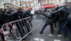 Zugegeben, es gab auch unkreative Proteste, gegen die auch … (Bild: EPA / Ian Langsdon)