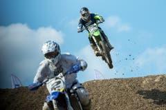 Gehören zum Motocross: kühne Sprünge über verschiedenste Hindernisse. (Bild: Dominik Wunderli / Neue LZ)