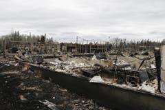 Zerstörte Häuser nach dem Waldbrand. (Bild: AP Photo / Rachel La Corte)