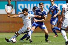 Luzerns Cedric Itten (rechts) gegen Basels Omar Gaber (Bild: Philipp Schmidli)