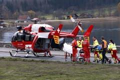 Ein Helikopter der Rega musste einen Schützen wegen gesundheitlichen Problemen wegfliegen. (Bild: Werner Schelbert / Neue ZZ)