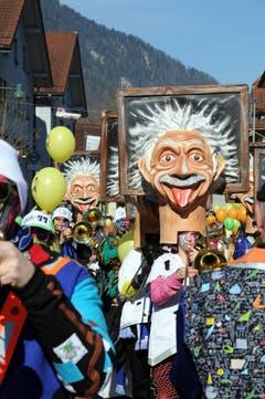 Kinderfasnacht mit Umzug am Güdismäntig in Alpnach. Im Bild die Seegusler. (Bild: Markus von Rotz / NZ (27. 02. 2017))