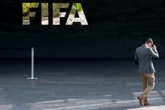 Im Zusammenhang mit dem Verfahren, das wegen des Verdachts der ungetreuen Geschäftsbesorgung sowie des Verdachts der Geldwäscherei geführt wird, sind am Hauptsitz der FIFA in Zürich elektronische Daten und Dokumente sichergestellt worden. (Bild: Ennio Leanza / Keystone)