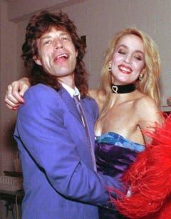1988 waren Mick Jagger, Frontman der Rolling Stones, und Jerry Hall, Model und Schauspielerin, noch verliebt. Ihre Ehe dauerte von 1990 bis 1999. Die Scheidung kostete Jagger 25 Millionen Dollar. (Bild: Keystone)