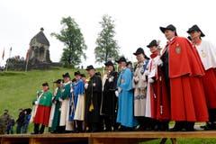 Die Kantonsweibel aller Schweizer Kantone während den Feierlichkeiten zum Volksfest 700 Jahre Schlacht am Morgarten in Oberägeri. (Bild: Keystone/Urs Flüeler)