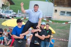 Auf dem Zugerberg fand am Sonntag zum 50. mal das Zugerberg Schwingen statt. Der Walchwiler Remo Betschart freute sich über seinen Sieg. (Bild: Maria Schmid)