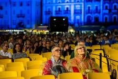 Ein Lichterspiel auf der Piazza Grande in Locarno. (Bild: Keystone)