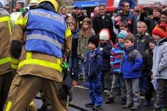 Die Kleinen waren beeindruckt. (Bild: Christoph Riebli / Neue OZ)